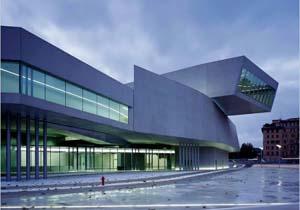 Italie rome le mus e d 39 art contemporain maxxi inaugur for Ville architetti famosi